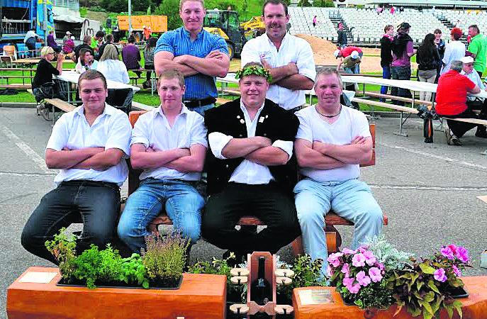 Devant: Frank Burgy, Gil Dufey, Stéphane Haenni et Bernard Pasche Derrière: Bernard Chèvre et Martial Sonnay (chef technique vaudois)