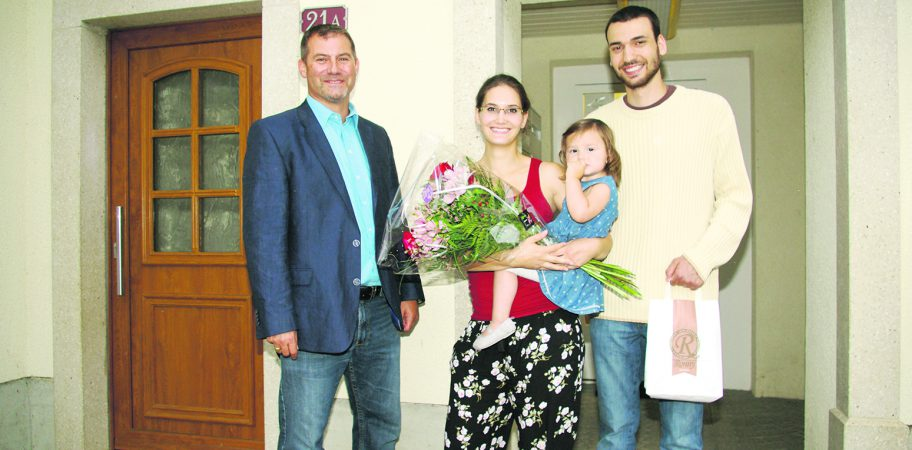 De gauche à droite: le syndic Olivier Hähni, Maude, Zeliha et Mohammed Öztürk