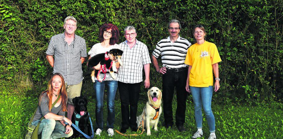 De gauche à droite: Sandrine, éducatrice canine, Philippe, directeur du Tropiquarium, Corinne portant Naya et Jean-Philippe, © Michel Dentan photographies (Suisse)