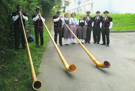 Le folklore suisse investit le Forum